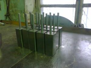 Верхняя защита стоек из нерж. стали